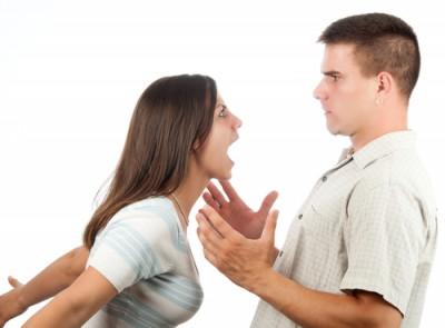 夫に怒る妻